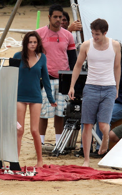 Robert Pattinson and Kristen Stewart Kiss in Brazil