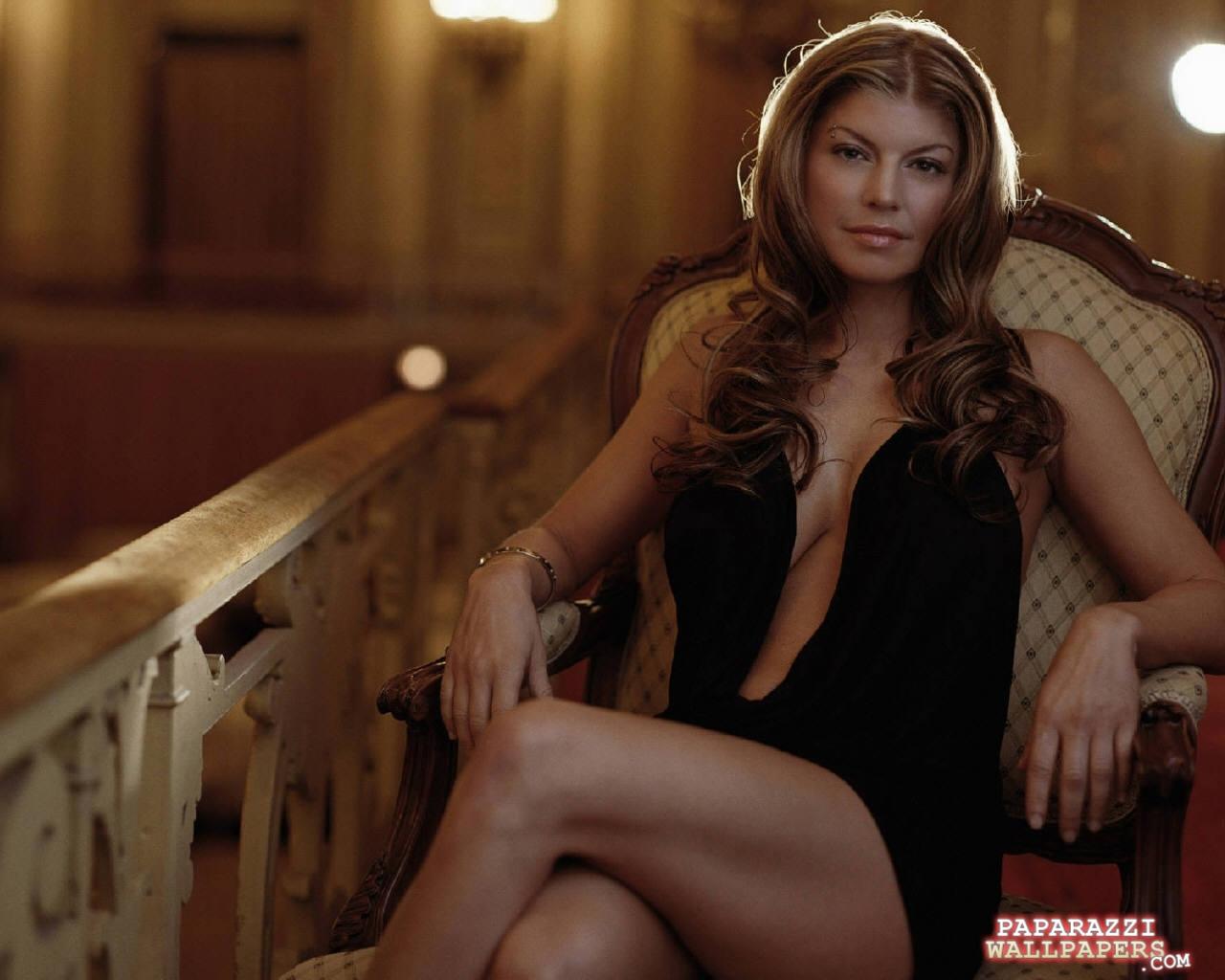 Vivian Neves Nude Photos