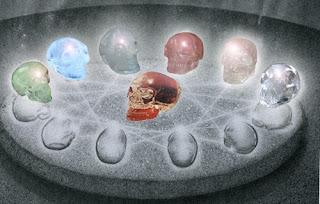 13 Calaveras de cristal