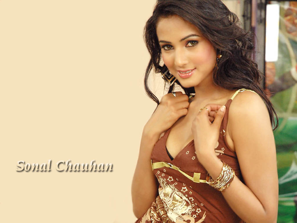 Sonal Chauhan Nite: Free Wallpaper Pictures: Sonal Chauhan Hot And Romantic Photos