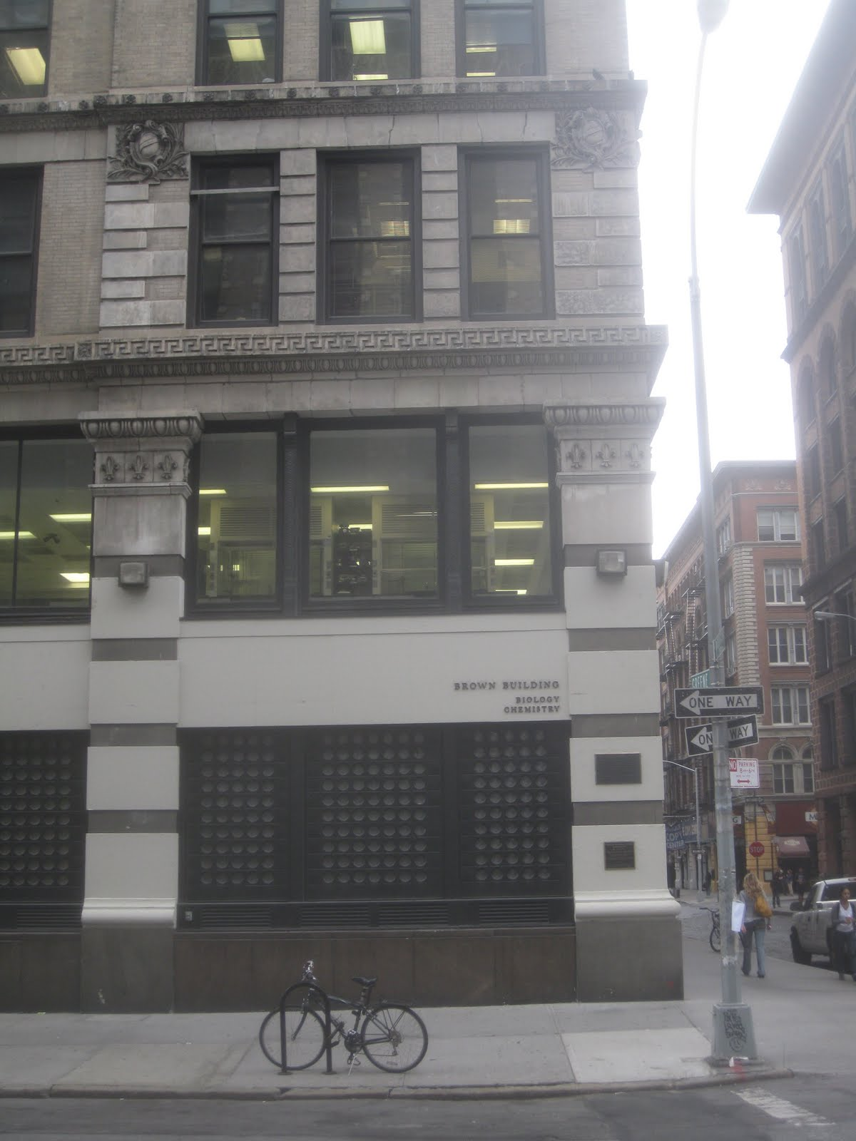 account of the fire on the top floors of the asch building in the triangle shirtwaist company The onetime asch building, whose top three floors were occupied by the triangle waist company, is now the brown building of science, where new york university students and scientists occupy.