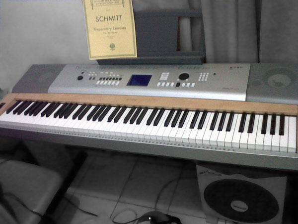 jual barang jual grand piano yamaha dgx 630. Black Bedroom Furniture Sets. Home Design Ideas
