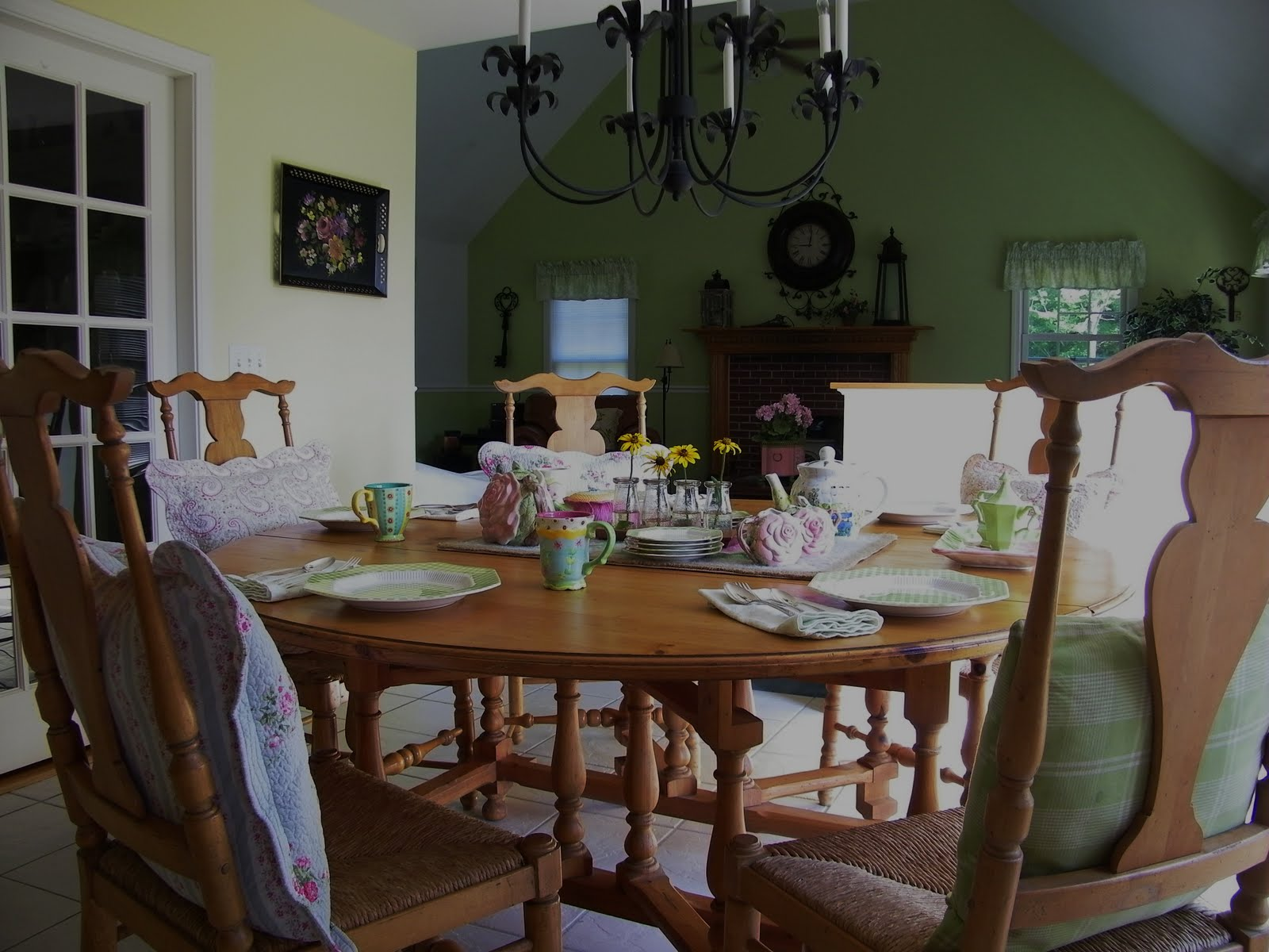 Maison Decor Alice Wonderland Comes Breakfast