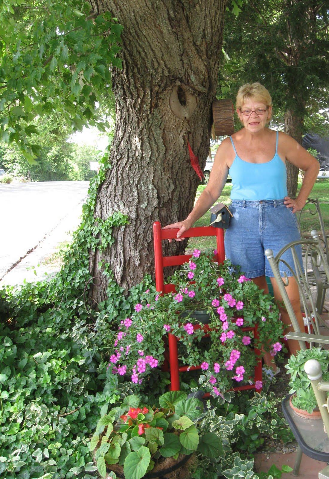 Gardens By Maria: FOLKWAYS NOTEBOOK: MARIA'S FRONT YARD GARDEN -- Sunday