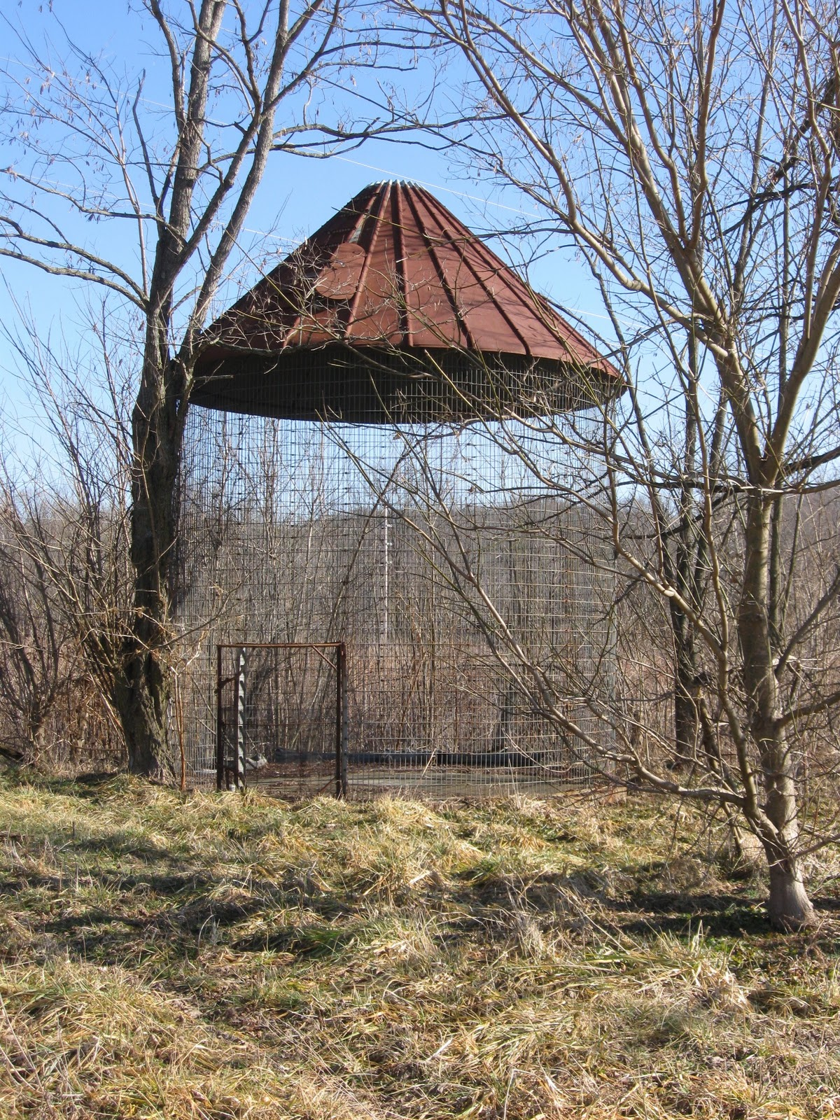 FOLKWAYS NOTEBOOK: VINTAGE CORN CRIB