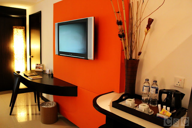 The orange wall at Bintan Lagoon gave the room a lively mood