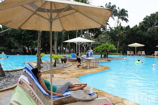 Mommy chillaxing and having fun watching her husband and daughter having fun at the pool of Bintan Lagoon resort