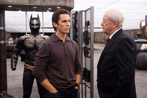 Christian Bale y Michael Caine en El caballero oscuro