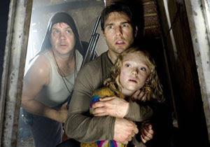 Tim Robbins, Tom Cruise y Dakota Fanning en La guerra de los mundos
