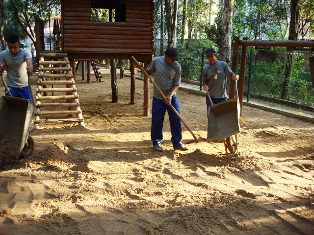 Resultado de imagem para areia nos parques infantis