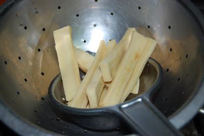Tofu seco ya hidratado y frito en aceite de girasol
