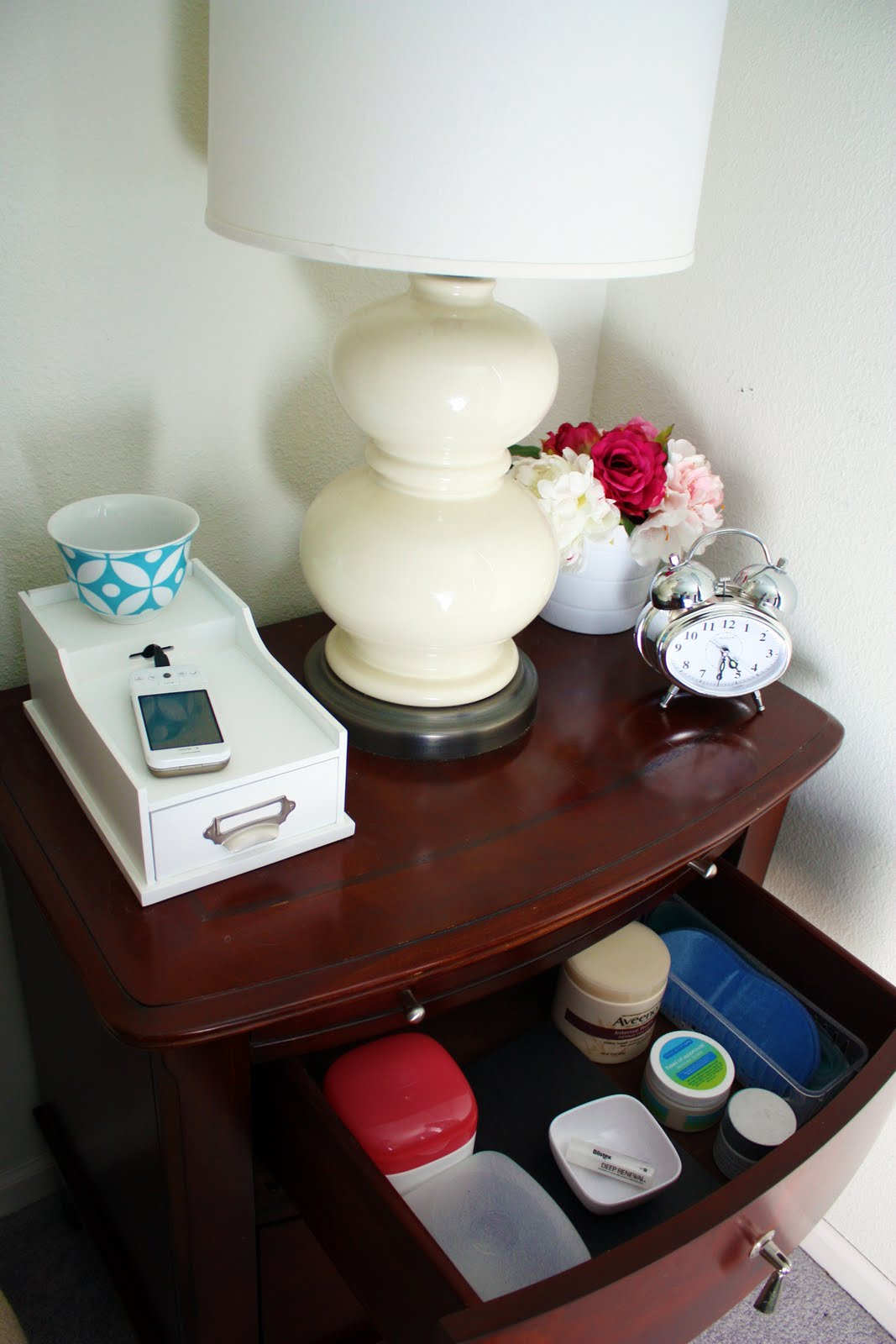 Organize A 6 Month Capsule Wardrobe For Fall And Winter: IHeart Organizing: Got 15?: No Nonsense Nightstand