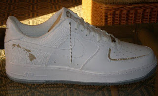 0c6ce877cae You can t beat a gold white colorway. The shoe has lots of detail but it is  still very simple and clean simultaneously.This Nike Air Force One features  the ...