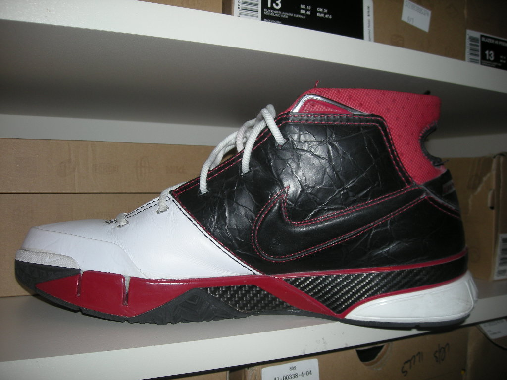6972674cd91b3 So today I decided to go back a little bit to 2005 and rock the Nike Zoom  Kobe 1 s which wear Kobe s first signature model with Nike.