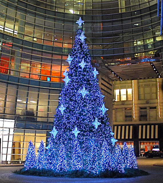 Christmas Tree In Nyc.Nyc Nyc The Christmas Tree At Bloomberg Tower
