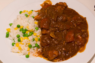 Chicken Vindaloo with rice, peas and sweetcorn
