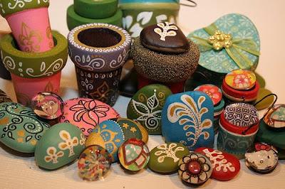 Bellisimas piedras pintadas a mano lodijoella for Tecnica para pintar piedras