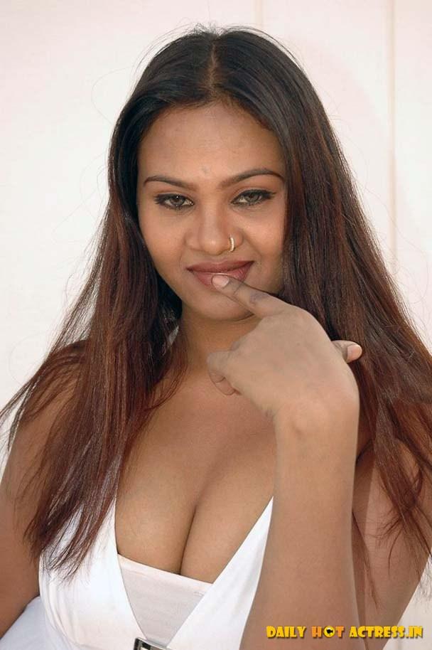 Aish Nude Portal 35