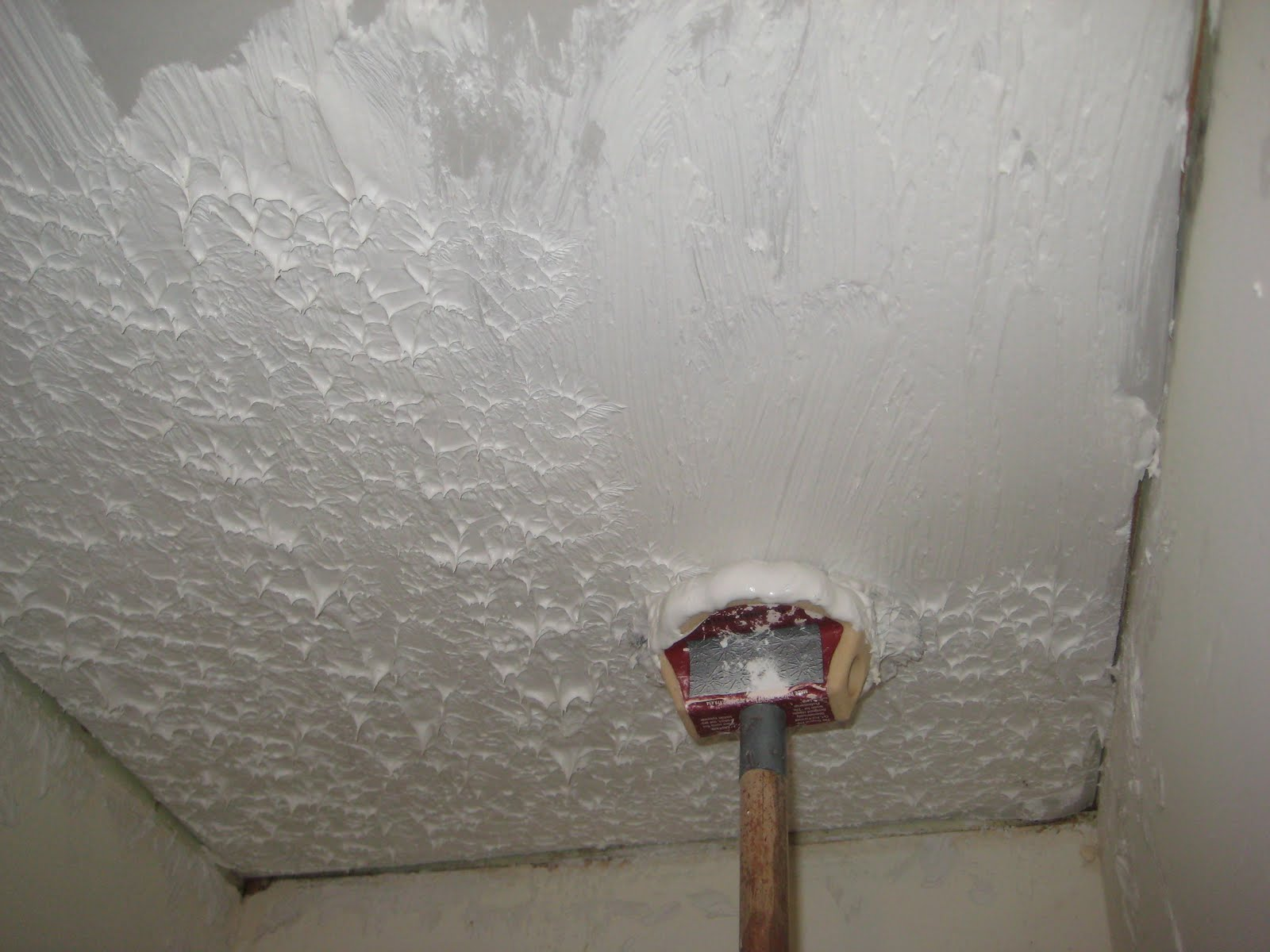 craftsman character  stipple ceiling
