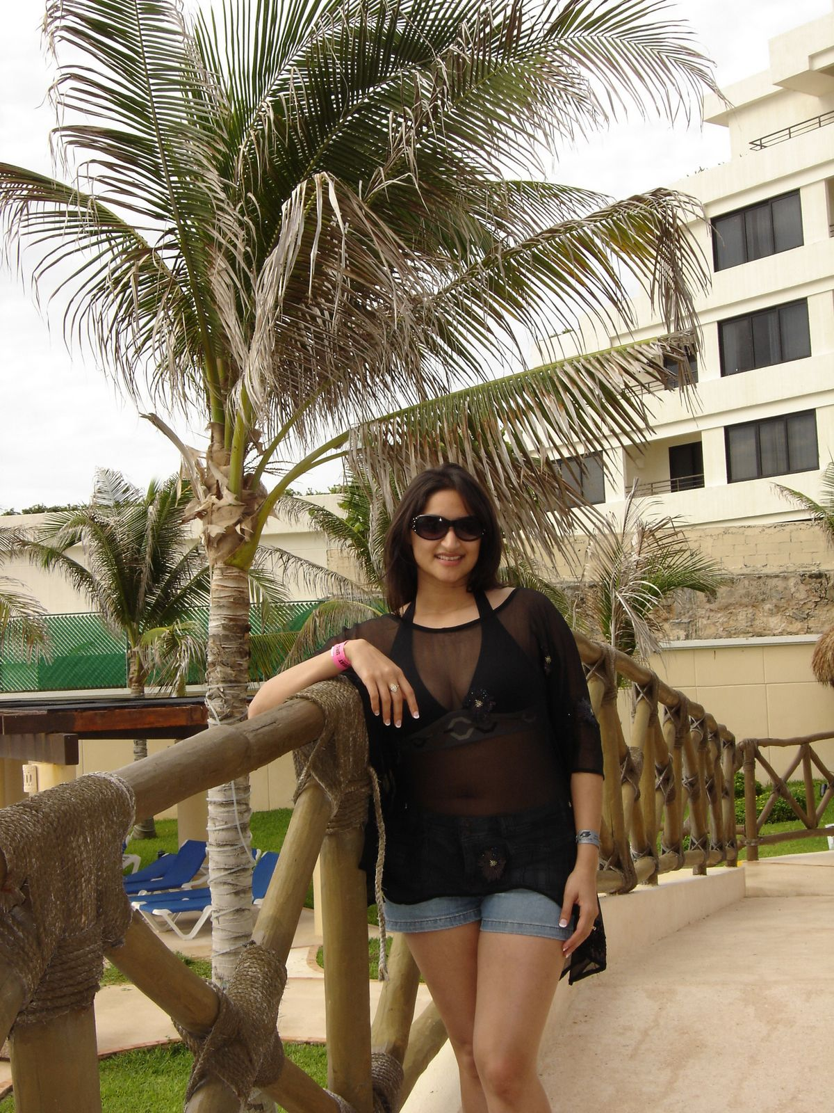 Canadian Richest Aunty In Hotel Gallery Photos -8421