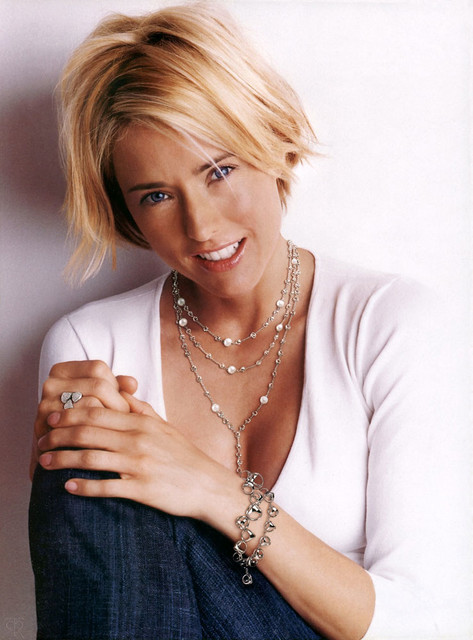 tea leoni haircut b r i a r h e r e t 233 a leoni has a new fan 2536