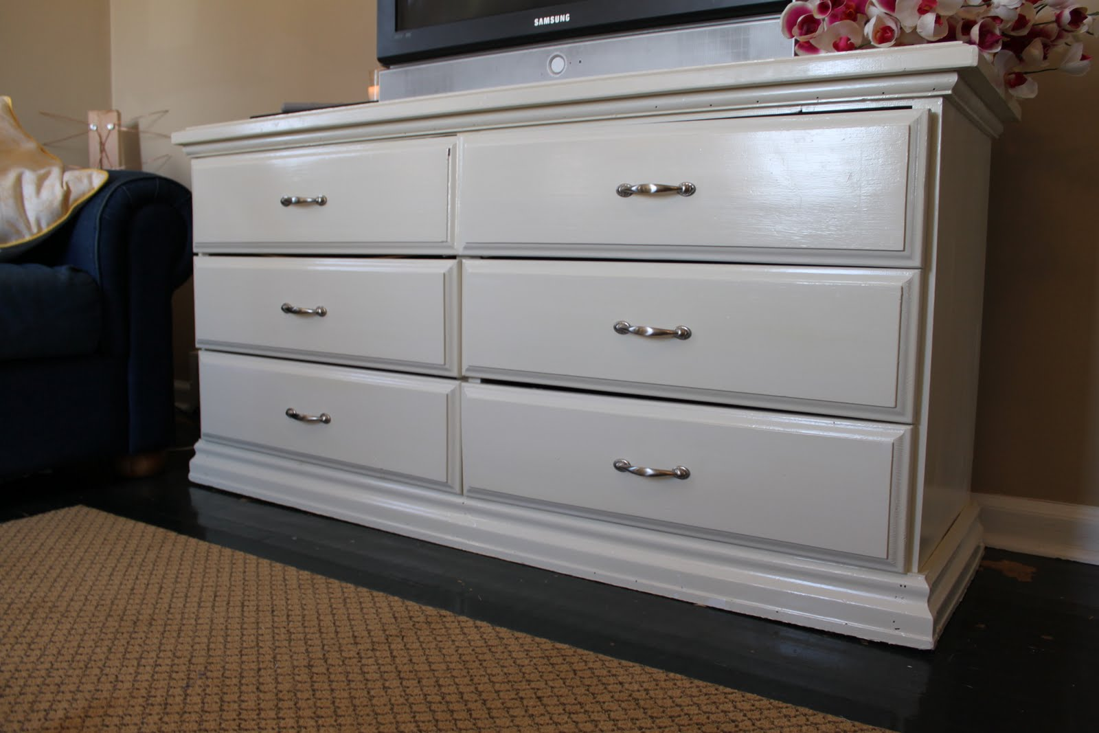 do it yourself divas DIY Refinishing a Dresser with White Paint