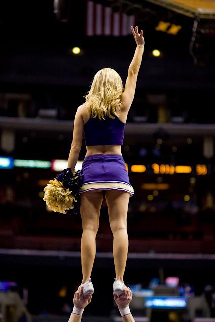 washington huskies cheerleaders   Cheerleading, Washington