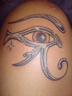Histoire D Encres Tattoo L Oeil D Horus Temoin D Un Amour Immense