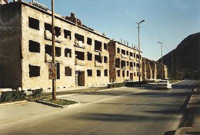 Imagini Bosnia: linia frontului din Mostar intre croati si bosniaci