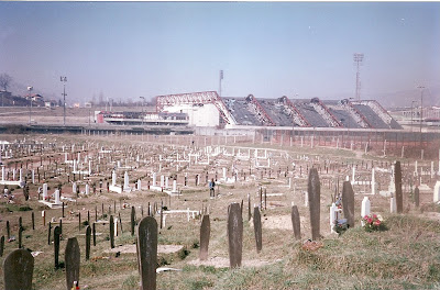 Imagini Sarajevo: cimitirul de razboi de langa patinoarul olimpic