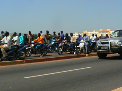 Imagini Bamako: ambuteiaj pe podul peste Niger