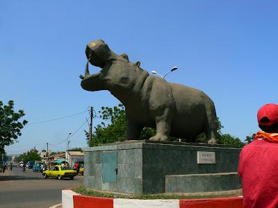 Obiective turistice Bamako: statuie hipopotam