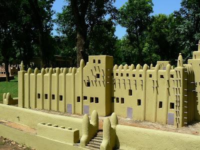 Obiective turistice Bamako: replica moschee din Djenne la Muzeul National