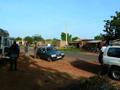 Imagini Mali: soseaua Bamako - Djenne, asteptandu-l pe ATT