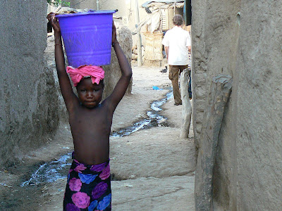 Imagini Djenne: fetita topless Mali