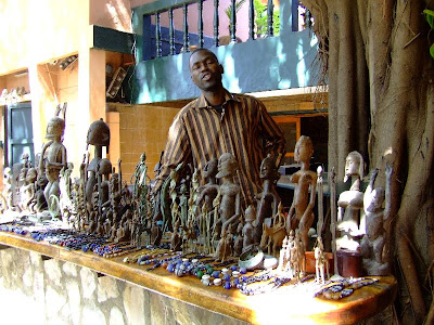 Cazare Mali: hotel Tamana Bamako, vanzator de suveniruri