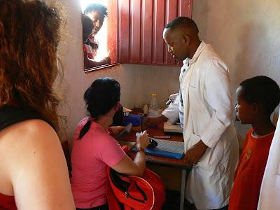 Asistenta medicala Etiopia: dispensar la Key Afer