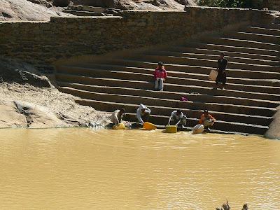 Imagini Etiopia: baia reginei din Saba Aksum