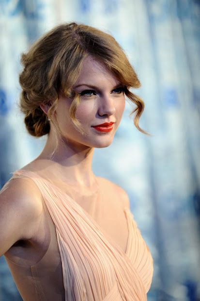 Taylor Swift 2011 People Choice Awards In Cute