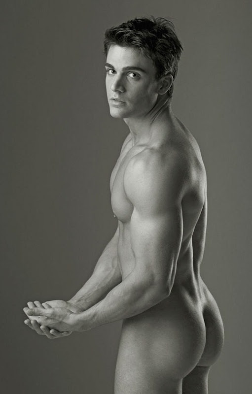 уже фото про голих мужчин хочу показать
