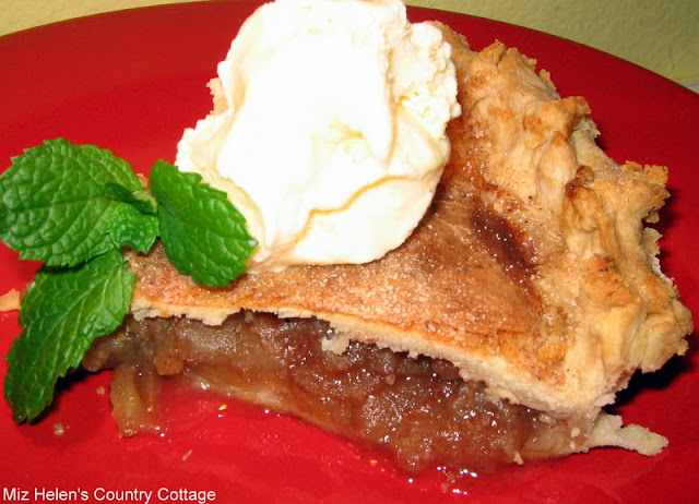 Granny Apple Pie at Miz Helen's Country Cottage