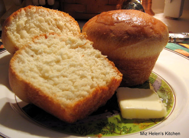 Yeast Dinner Rolls at Miz Helen's Country Cottage