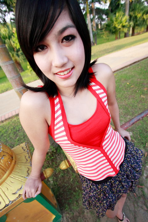 New Face, Ya Min May Oos Lovely Outdoor Fashion Photos