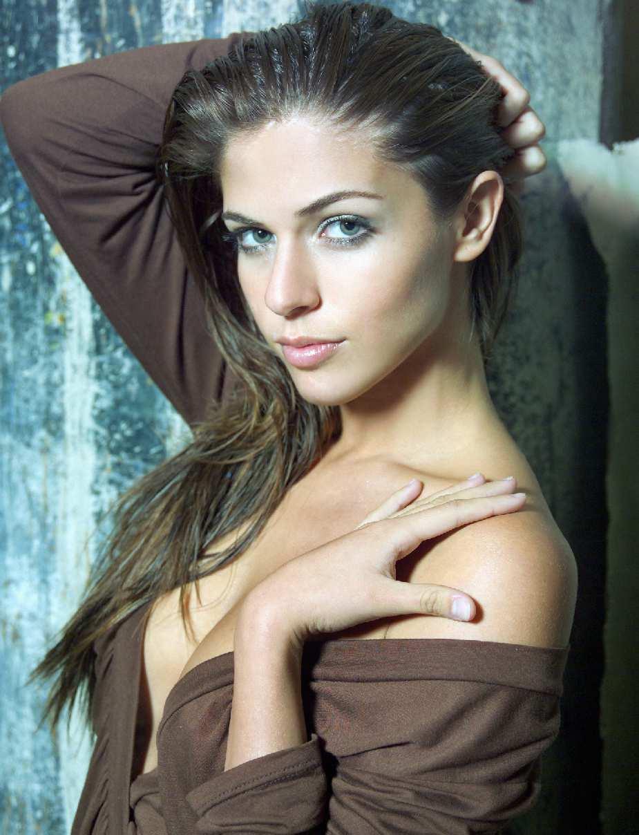 Stephanie Cayo - Galeria 1 Foto 1