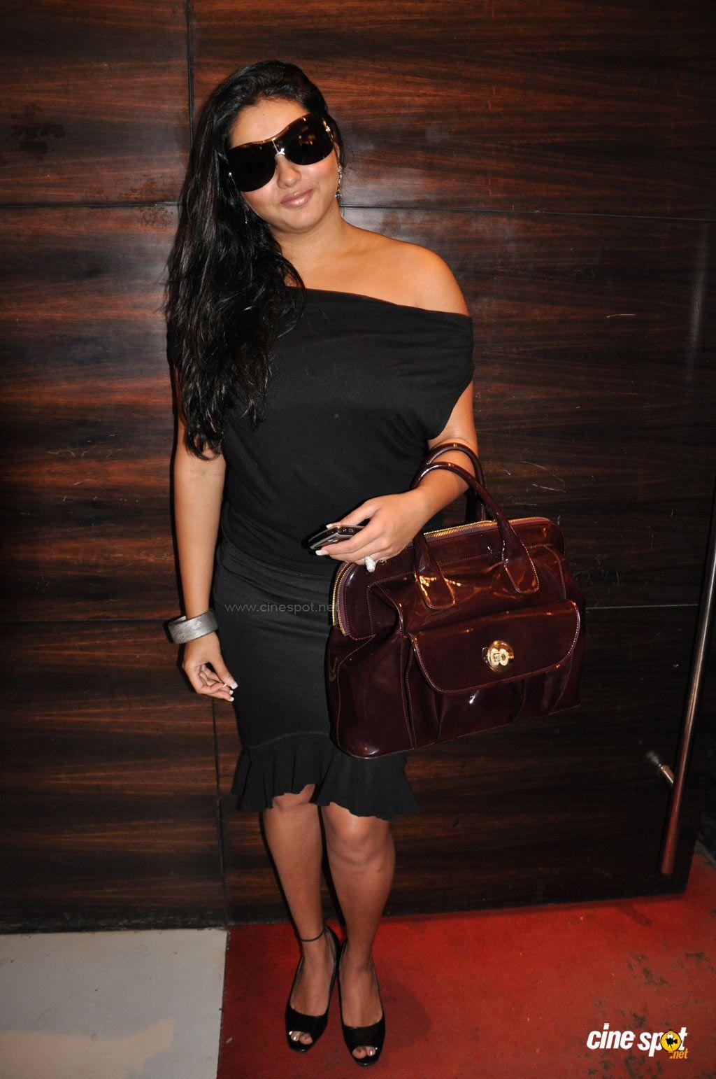 Film Actress Photos Namitha Hot Boobs And Creamy Thigh Show-8164
