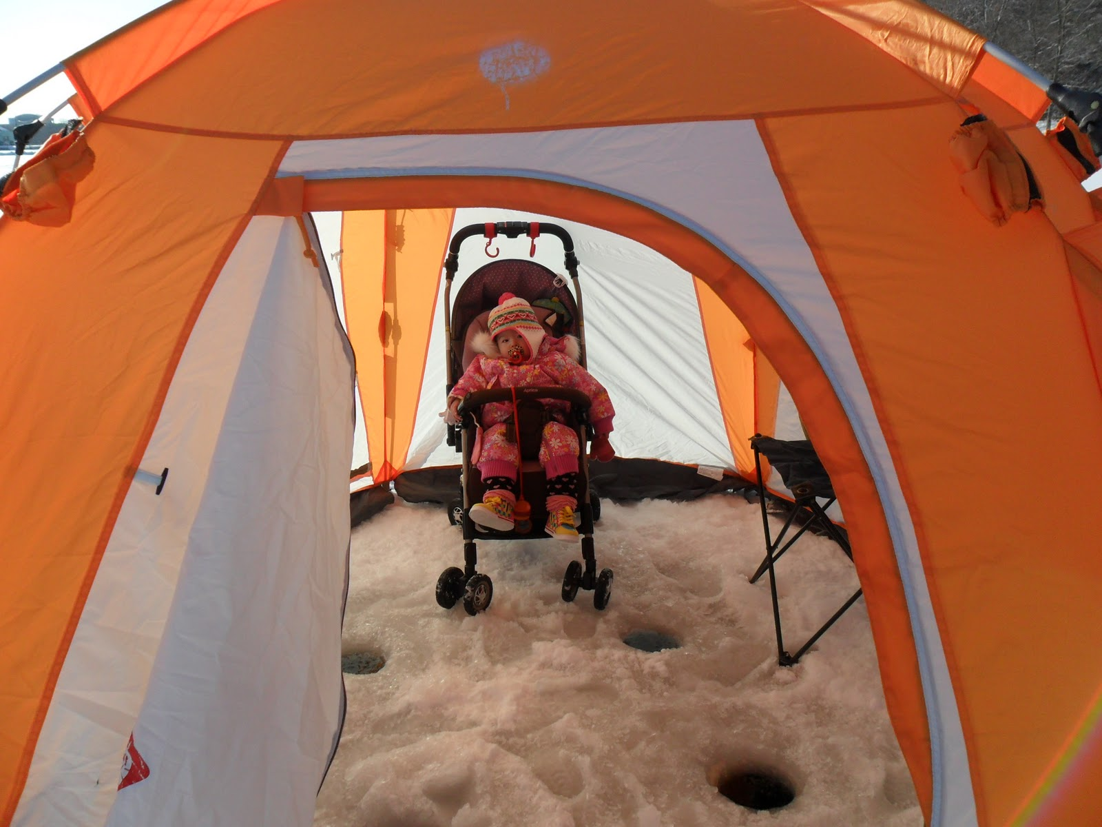 fishing chair tent braided pads chopsticks and hockeysticks we went 氷釣 ice
