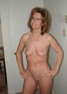 wife posing for boudoir