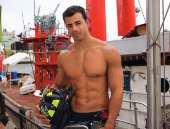 Calendario Pompieri Americani.Omoeros Gay News Pomipieri Di New York Il Calendario