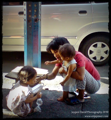 Street Children in Pasay Manila, Poor Families in the Philippines, Beggars, Unfortunate People