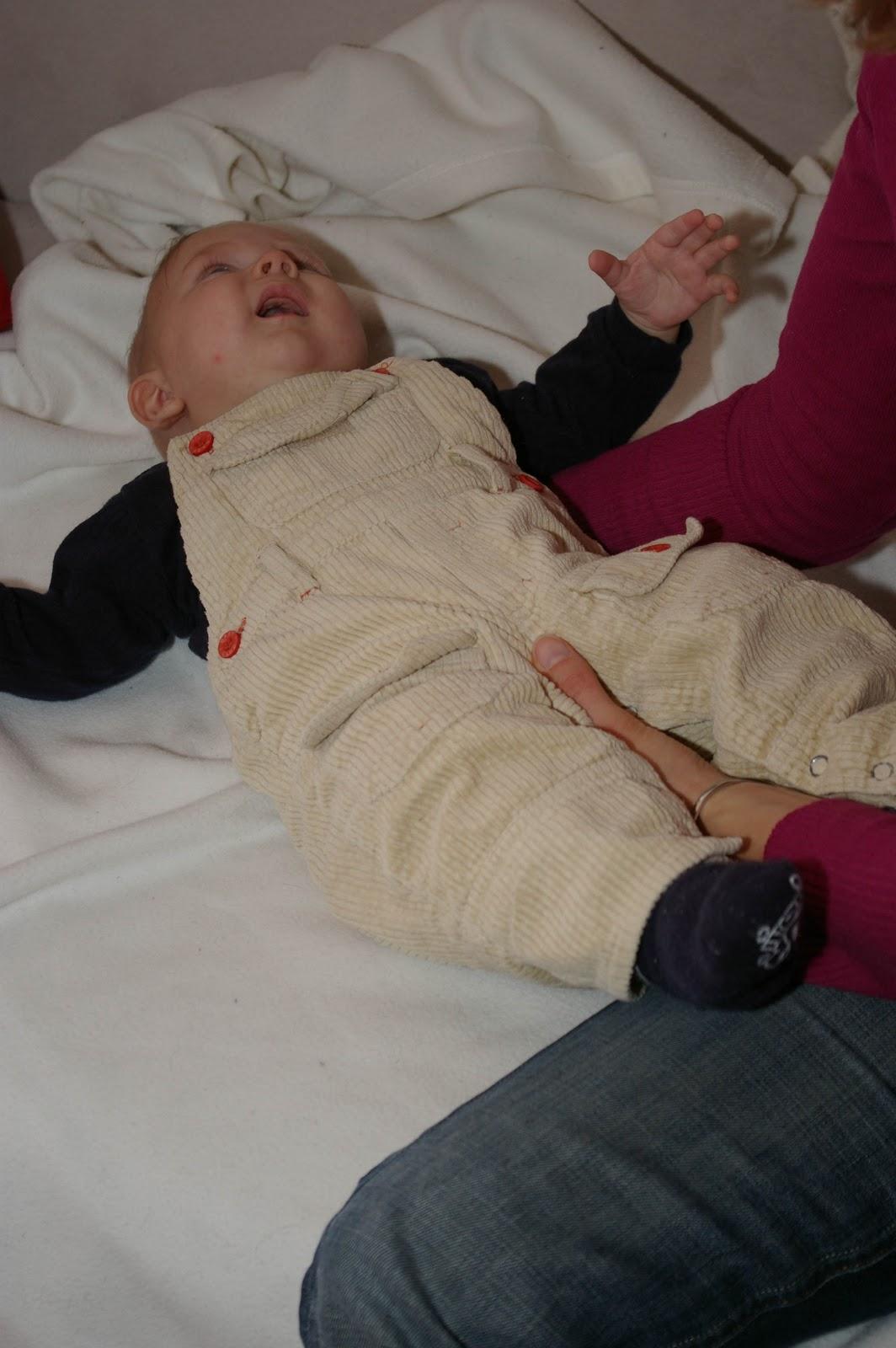 Porter un b b dans les bras en terre d 39 enfance - Rever de porter un bebe dans ses bras ...